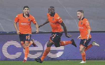 Okaka-show, doppietta al Besiktas nel derby turco