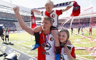epa05964200 Feyenoord's Dirk Kuyt cheers with his kids after winning the Dutch Eredivisie championship at the Kuip stadium, Rotterdam, The Netherlands, 14 May 2017. Feyenoord clinched the Dutch Eredivisie championship with a win over Heracles Almelo.  EPA/ROBIN VAN LONKHUIJSEN