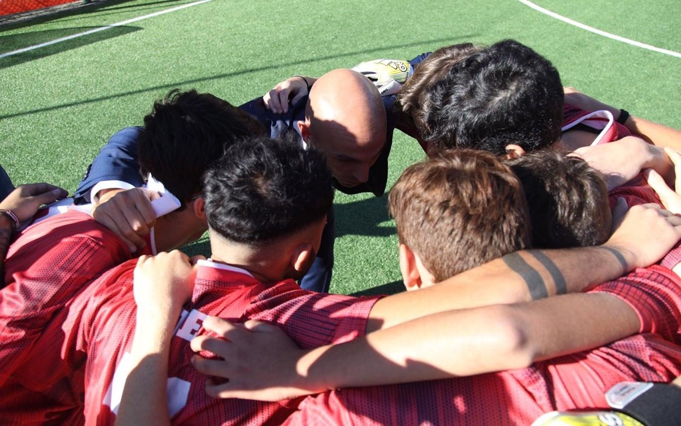 Esteban Cambiasso con i ragazzi del Gatorade 5v5