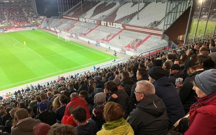 """St Pauli: """"Nessun essere umano è illegale"""""""