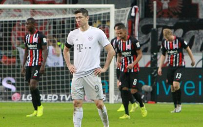 Crollo Bayern, Gladbach vola in testa. Borussia ok