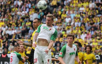 epa07777750 Augsburg's Andre Hahn (C) in action  during the German Bundesliga soccer match between Borussia Dortmund and FC Augsburg in Dortmund, Germany, 17 August 2019.  EPA/FOCKE STRANGMANN CONDITIONS - ATTENTION: The DFB regulations prohibit any use of photographs as image sequences and/or quasi-video.