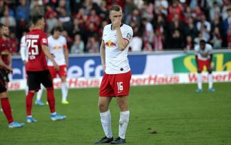 epa07951562 Leipzig's Lukas Klostermann disappointed after the German Bundesliga soccer match between SC Freiburg and RB Leipzig in Freiburg, Germany, 26 October 2019.  EPA/HASAN BRATIC CONDITIONS - ATTENTION: The DFL regulations prohibit any use of photographs as image sequences and/or quasi-video.