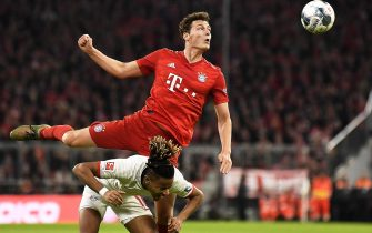 epa08206166 Leipzig's Christopher Nkunku (bottom) in action against Bayern Munich's Benjamin Pavard (up) during the German Bundesliga soccer match between FC Bayern Munich and RB Leipzig in Munich, Germany, 09 February 2020.  EPA/LUKAS BARTH-TUTTAS CONDITIONS - ATTENTION: The DFL regulations prohibit any use of photographs as image sequences and/or quasi-video.