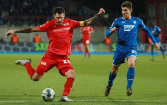 epa08078357 Union's Christopher Trimmel (L) in action against Hoffenheim's Andrej Kramaric during the German Bundesliga soccer match between Union Berlin and TSG 1899 Hoffenheim in Berlin, Germany, 17 December 2019.  EPA/HAYOUNG JEON CONDITIONS - ATTENTION: The DFL regulations prohibit any use of photographs as image sequences and/or quasi-video.