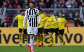 epa08259125 Freiburg's Christian Guenter reacts during the German Bundesliga soccer match between Borussia Dortmund and SC Freiburg in Dortmund, Germany, 29 February 2020.  EPA/FRIEDEMANN VOGEL CONDITIONS - ATTENTION: The DFL regulations prohibit any use of photographs as image sequences and/or quasi-video.