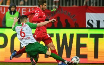 epa08163693 Augsburg's Jeffrey Gouweleeuw (L) in action against Union's Christopher Lenz (R) during the German Bundesliga soccer match between FC Union Berlin and FC Augsburg in Berlin, Germany, 25 January 2020.  EPA/CLEMENS BILAN CONDITIONS - ATTENTION: The DFL regulations prohibit any use of photographs as image sequences and/or quasi-video.