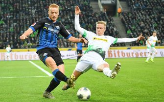 epa08080421 Paderborn's Sebastian Vasiliadis (L) in action against Moenchengladbach's Oscar Wendt during the German Bundesliga soccer match between Borussia Moenchengladbach and SC Freiburg in Leverkusen, Germany, 18 December 2019.  EPA/ULRICH HUFNAGEL CONDITIONS - ATTENTION: The DFL regulations prohibit any use of photographs as image sequences and/or quasi-video.