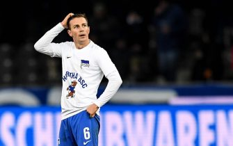 epa07984026 Hertha's Vladimir Darida shows his dejection after the German Bundesliga soccer match between Hertha BSC and RB Leipzig in Berlin, Germany, 09 November 2019.  EPA/FILIP SINGER CONDITIONS - ATTENTION: The DFL regulations prohibit any use of photographs as image sequences and/or quasi-video.