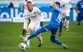 epa08138327 Hoffenheim's Sebastian Rudy (R) in action against Frankfurt's Mijat Gacinovic during the German Bundesliga soccer match between TSG 1899 Hoffenheim and Eintracht Frankfurt in Sinsheim, Germany, 18 January 2020.  EPA/ARMANDO BABANI CONDITIONS - ATTENTION: The DFL regulations prohibit any use of photographs as image sequences and/or quasi-video