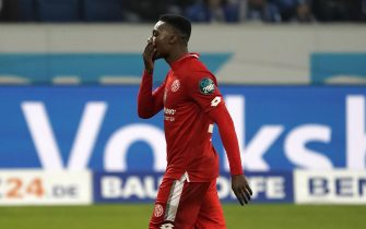 epa08022696 Ridle Baku of Mainz leaves the pitch after getting a red card during the German Bundesliga soccer match between TSG 1899 Hoffenheim and FSV Mainz 05 in Sinsheim, Germany, 24 November 2019.  EPA/RONALD WITTEK CONDITIONS - ATTENTION: The DFL regulations prohibit any use of photographs as image sequences and/or quasi-video.