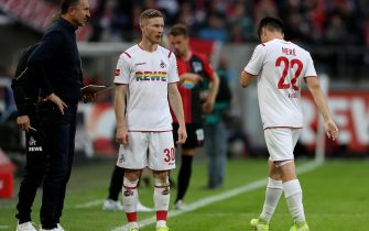 epa07880272 Cologne's Jorge Mere (R) leaves the pitch after referee Soeren Storks has shown the red card to him during the German Bundesliga soccer match between 1.FC Koeln and Hertha BSC in Cologne, Germany, 29. September 2019.  EPA/FRIEDEMANN VOGEL CONDITIONS - ATTENTION: The DFL regulations prohibit any use of photographs as image sequences and/or quasi-video.