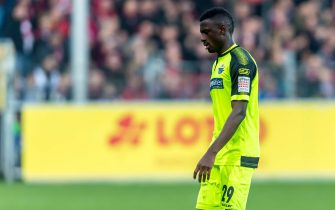 FREIBURG IM BREISGAU, GERMANY - JANUARY 25: (BILD ZEITUNG OUT) Jamilu Collins of SC Paderborn 07 looks dejected during the Bundesliga match between Sport-Club Freiburg and SC Paderborn 07 at Schwarzwald-Stadion on January 25, 2020 in Freiburg im Breisgau, Germany. (Photo by TF-Images/Getty Images)
