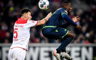 epa08086977 Duesseldorf's Kaan Ayhan (L) in action against Union's Anthony Ujah (R) during the German Bundesliga soccer match between Fortuna Duesseldorf and FC Union Berlin in Duesseldorf, Germany, 22 December 2019.  EPA/SASCHA STEINBACH CONDITIONS - ATTENTION: The DFL regulations prohibit any use of photographs as image sequences and/or quasi-video.