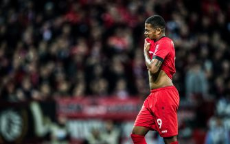 LEVERKUSEN, GERMANY - NOVEMBER 02: (EDITORS NOTE: Image has been digitally enhanced.)Leon Bailey of Leverkusen looks disappointed after receiving the red card during the Bundesliga match between Bayer 04 Leverkusen and Borussia Mönchengladbach at BayArena on November 2, 2019 in Leverkusen, Germany. (Photo by Lukas Schulze/Bundesliga/Bundesliga Collection via Getty Images)