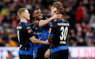 MUNICH, GERMANY - FEBRUARY 21: (BILD ZEITUNG OUT) Dennis Srbeny of SC Paderborn 07 celebrates after scoring his team's first goal with teammates during the Bundesliga match between FC Bayern Muenchen and SC Paderborn 07 at Allianz Arena on February 22, 2020 in Munich, Germany. (Photo by Roland Krivec/DeFodi Images via Getty Images)