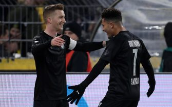 epa08051945 Dortmund's Jadon Sancho (R) celebrates scoring the third goal with Dortmund's Marco Reus (L) during the German Bundesliga soccer match between Borussia Dortmund and Fortuna Duesseldorf in Dortmund, Germany, 07 November 2019.  EPA/FRIEDEMANN VOGEL CONDITIONS - ATTENTION: The DFL regulations prohibit any use of photographs as image sequences and/or quasi-video.