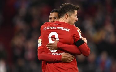 epa08235770 Bayern's Serge Gnabry (L) and Robert Lewandowski celebrate the 2-1 lead during the German Bundesliga soccer match between Bayern Munich and SC Paderborn in Munich, Germany, 21 February 2020.  EPA/LUKAS BARTH-TUTTAS CONDITIONS - ATTENTION: The DFL regulations prohibit any use of photographs as image sequences and/or quasi-video.