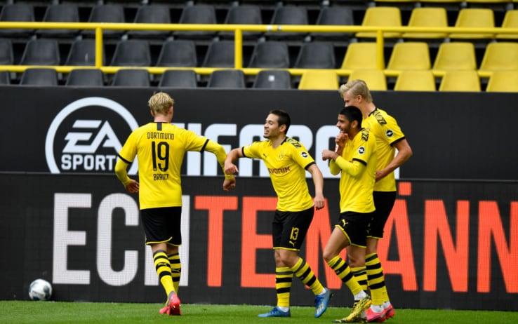 Il Dortmund riparte da un poker, Schalke travolto 4-0
