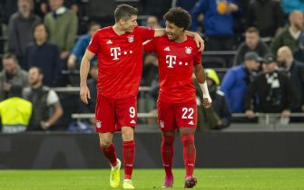 LONDON, ENGLAND - OCTOBER 01: Robert Lewandowski of FC Bayern Muenchen and Serge Gnabry of FC Bayern Muenchen celebrate during the UEFA Champions League group B match between Tottenham Hotspur and Bayern Muenchen at Tottenham Hotspur Stadium on October 1, 2019 in London, United Kingdom. (Photo by TF-Images/Getty Images)
