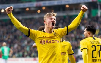 BREMEN, GERMANY - FEBRUARY 22: (BILD ZEITUNG OUT) Erling Haaland of Borussia Dortmund celebrates after scoring his team's second goal during the Bundesliga match between SV Werder Bremen and Borussia Dortmund at Wohninvest Weserstadion on February 22, 2020 in Bremen, Germany. (Photo by Max Maiwald/DeFodi Images via Getty Images)