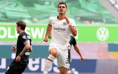 Schalke, è crisi nera. In gol André Silva e Piatek