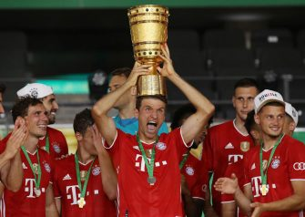 BERLIN, GERMANY - JULY 04: Thomas Mueller of FC Bayern Muenchen lifts the trophy in celebration with his team mates after  the DFB Cup final match between Bayer 04 Leverkusen and FC Bayern Muenchen at Olympiastadion on July 04, 2020 in Berlin, Germany. (Photo by Alexander Hassenstein/Getty Images)