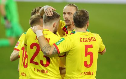Colpo salvezza del Colonia, 3-2 all'Augsburg