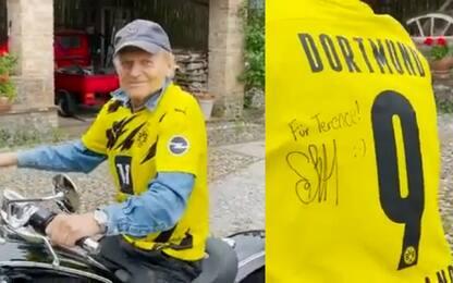 Terence Hill va in moto con la maglia di Haaland