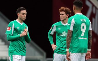 epa09126988 (L-R) Bremen's Kevin Moehwald, Bremen's Josh Sargent and Bremen's Davie Selke reac during the German Bundesliga soccer match between SV Werder Bremen and RB Leipzig in Bremen, Germany, 10 April 2021.  EPA/FOCKE STRANGMANN / POOL ATTENTION: The DFL regulations prohibit any use of photographs as image sequences and/or quasi-video.