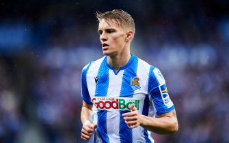 SAN SEBASTIAN, SPAIN - OCTOBER 20:  Martin Odegaard of Real Sociedad in action during the Liga match between Real Sociedad and Real Betis Balompie at Estadio Anoeta on October 20, 2019 in San Sebastian, Spain. (Photo by Juan Manuel Serrano Arce/Getty Images)