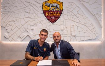 Roma, Mancini firma il contratto con Petrachi