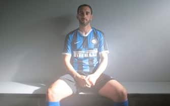 Godin annunciato come nuovo giocatore dell'Inter