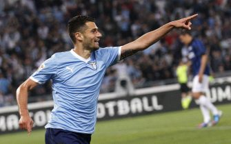 Antonio Candreva of SS Lazio jubilates after scoring the 2-1 during Italian Serie A soccer match between SS Lazio and Inter Milan, at Olympic Stadium in Rome,Italy, 13 May 2012. ANSA/ALESSANDRO DI MEO