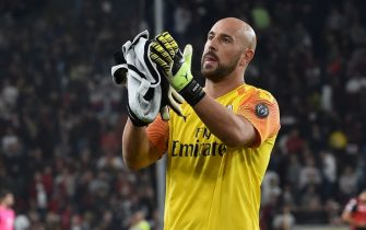 GENOA, ITALY - OCTOBER 05: Pepe Reina of  AC Milan at the end of the Serie A match between Genoa CFC and AC Milan at Stadio Luigi Ferraris on October 5, 2019 in Genoa, Italy. (Photo by Paolo Rattini/Getty Images)