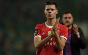 LISBON, PORTUGAL - JANUARY 17: Julian Weigl of SL Benfica celebrates the victory with supporters at the end of the Liga NOS match between Sporting CP and SL Benfica at Estadio Jose Alvalade on January 17, 2020 in Lisbon, Portugal.  (Photo by Gualter Fatia/Getty Images)