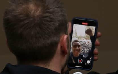 Quanti cori per Eriksen! E lui fa un selfie. VIDEO