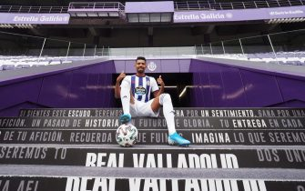 epa08192059 New Real Valladolid player Matheus Fernandes poses for the photophers during his official presentation in Valladolid, Spain, 04 February 2020. Fernandes came on loan from Brazilian club CF Sociedade Esportiva Palmeiras.  EPA/R. GARCIA
