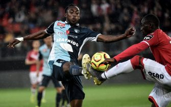 Le Havre's Zimbabwean forward Tino Kadewere (L) vies with Valenciennes' Senegalese defender Saliou Ciss during the French L2 football match between Valenciennes and Le Havre at the Hainaut stadium in Valenciennes, on May 10, 2019. (Photo by FRANCOIS LO PRESTI / AFP)        (Photo credit should read FRANCOIS LO PRESTI/AFP via Getty Images)