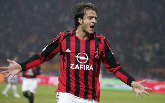 MILAN, ITALY - FEBRUARY 8:  Alberto Gilardino of Milan celebrates a goal during the Serie A match between AC Milan and Treviso at the Giuseppe Meazza, San Siro Stadium on February 8, 2006 in Milan, Italy.  (Photo by New Press/Getty Images)