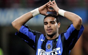 Milan, ITALY:  Inter Milan's Brazilian forward Adriano reacts after missing a goal against Sampdoria during their Serie A football match Inter Milan-Sampdoria at San Siro stadium in Milan, 11 March 2006. AFP PHOTO / PACO SERINELLI  (Photo credit should read PACO SERINELLI/AFP via Getty Images)
