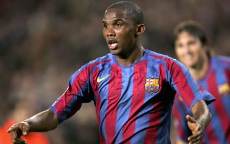 BARCELONA, SPAIN - APRIL 05:  Samuel Eto'o of Barcelona celebrates scoring the second goal during UEFA Champions League Quarter Final second leg match between Barcelona and SL Benfica on April 5, 2006 at the Camp Nou in Barcelona, Spain.  (Photo by Stuart Franklin/Getty Images)