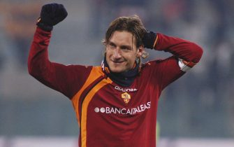 ROME, ITALY - JANUARY 15: Francesco Totti of Roma celebrates at the end of the Serie A match between Roma and AC Milan at the Stadio Olimpico on January 15, 2006 in Rome, Italy.  (Photo by New Press/Getty Images)