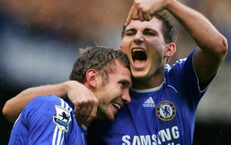 London, UNITED KINGDOM:  Chelsea's Andriy Shevchenko (L) celebrates with team mate Frank Lampard (R) after scoring his first Premiership goal against Portsmouth during the Premiership football match at Stamford Bridge in London 21 October 2006. AFP PHOTO ADRIAN DENNIS   Mobile and website uses of domestic English football pictures subject to subscription of a license with Football Association Premier League (FAPL) tel : +44 207 298 1656. For newspapers where the football content of the printed and electronic versions are identical, no licence is necessary.  (Photo credit should read ADRIAN DENNIS/AFP via Getty Images)