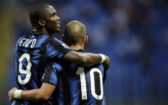 Inter Milan's forward Samuel Eto'o (L) celebrates with teammate Wesley Sneijder after scoring against Udinese during their Serie A football match in Milan's San Siro stadium on September 11, 2010.   AFP PHOTO / Filippo MONTEFORTE (Photo credit should read FILIPPO MONTEFORTE/AFP via Getty Images)