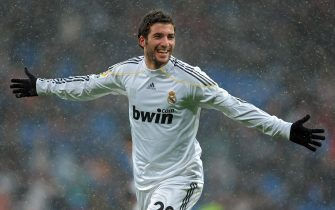 MADRID, SPAIN - JANUARY 10:  Gonzalo Higuain of Real Madrid celebrates scoring his sides opening goal during the La Liga match between Real Madrid and Mallorca at the Estadio Santiago Bernabeu on January 10, 2010 in Madrid, Spain.  (Photo by Jasper Juinen/Getty Images)