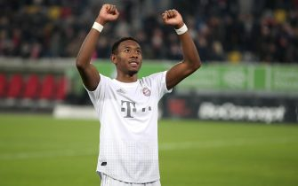 epa08019934 Bayern's David Alaba celebrates after winning the German Bundesliga soccer match between Fortuna Duesseldorf and FC Bayern Munich in Duesseldorf, Germany, 23 November 2019.  EPA/FRIEDEMANN VOGEL CONDITIONS - ATTENTION: The DFL regulations prohibit any use of photographs as image sequences and/or quasi-video.