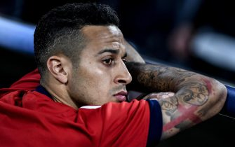 epa06692677 Bayern's Thiago Alcantara sits on the bench prior to the UEFA Champions League semi final, first leg soccer match between Bayern Munich and Real Madrid at the Allianz Arena in Munich, Germany, 25 April 2018.  EPA/CHRISTIAN BRUNA