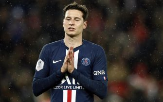 epa08018086 Paris Saint Germain's Julian Draxler reacts during the French Ligue 1 soccer match between PSG and Lille at the Parc des Princes stadium in Paris, France, 22 November 2019.  EPA/YOAN VALAT