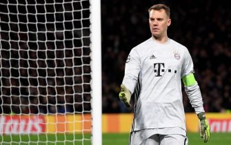 epa08247737 Bayern's goalkeeper Manuel Neuer reacts during the UEFA Champions League Round of 16, first leg match between Chelsea FC and Bayern Munich in London, Britain, 25 February 2020.  EPA/ANDY RAIN